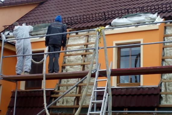 zateplování střechy, stříkaná izolace, PUR pěna, PUR izolace