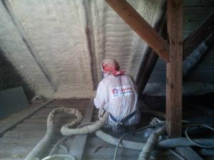 Zateplení podkroví, Stříkaná izolace - PUR pěna