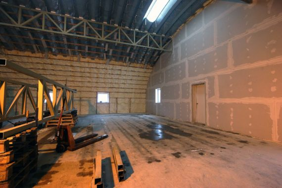 tepelná izolace průmyslového objektu - haly, stříkaná izolace, PUR pěna