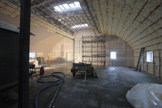 Průmyslová izolace haly, tepelná izolace, stříkaná izolace, PUR pěna
