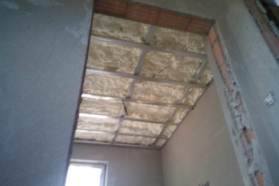 Tepelná izolace stropu v místnosti, PUR izolace, PUR pěna, Stříkaná izolace