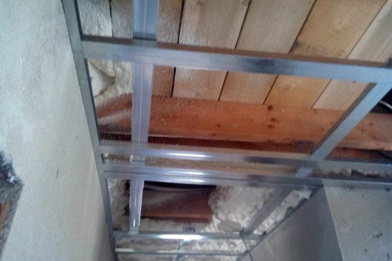 Tepelná izolace do sádrokartonové konstrukce, PUR pěna, PUR izolace, Stříkaná izolace