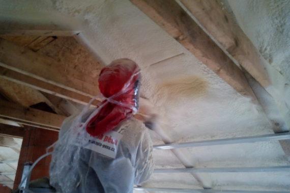 zateplování podkroví, stříkaná izolace, PUR pěna, PUR izolace