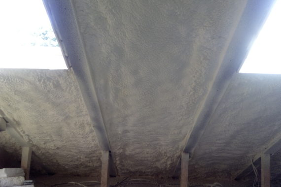 Zateplení podkroví, PUR pěna, stříkaná izolace, izolace pěnou