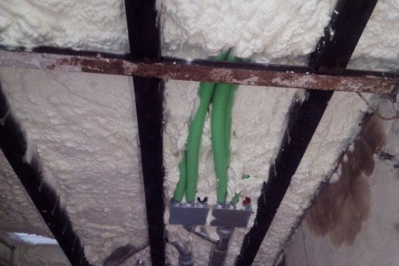 stříkaná izolace stropu, PUR pěna