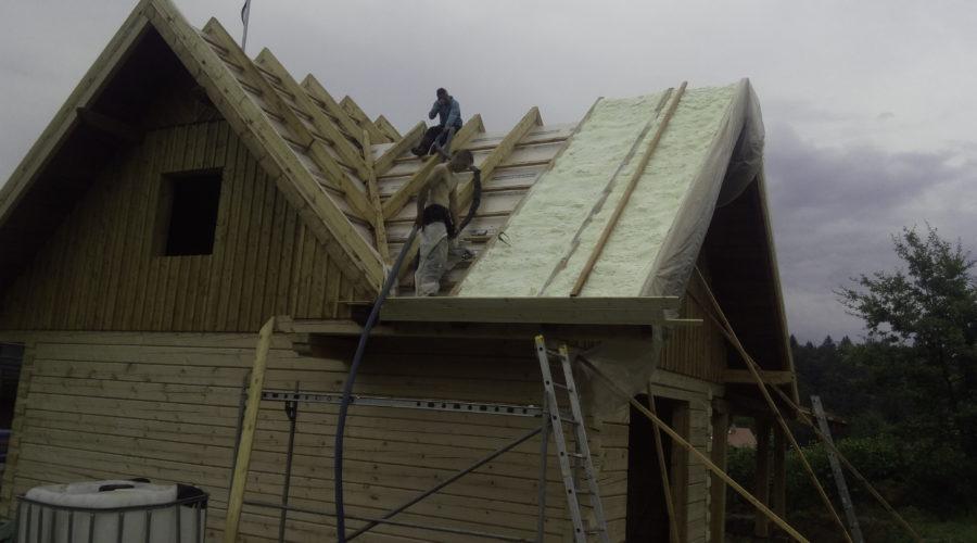 Zateplení střechy dřevostavby, PUR pěna, stříkaná izolace, izolace pěnou