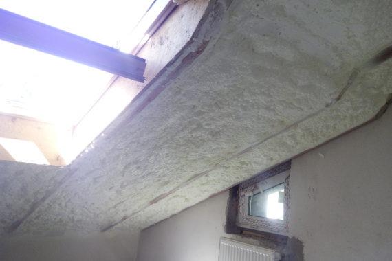 Zateplení obytného podkroví, stříkaná izolace, PUR pěna, pěnová izolace