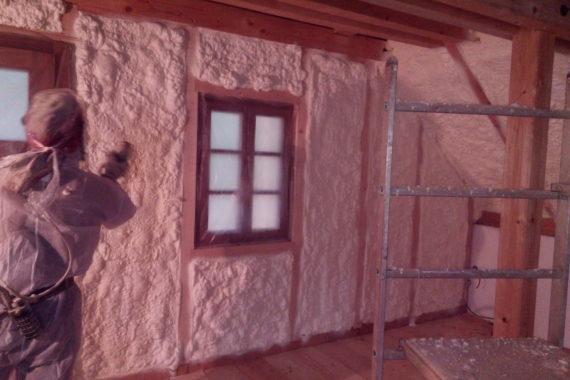 izolace vnitřního pláště dřevostavby, stříkaná izolace, PUR pěna