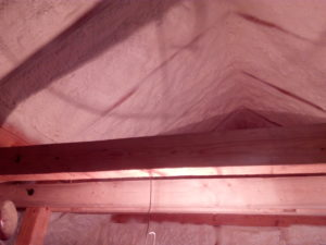 izolace podkroví dřevostavby, stříkaná izolace, PUR pěna