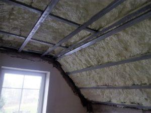 tepelná izolace místnosti, izolace interiéru, zateplení uvnitř. Stříkaná izolace, PUR pěna