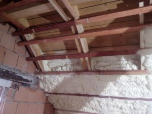 pěnová izolace podkroví, izolace střechy, PUR pěna, pěnová izolace, izolace pěnou, stříkaná izolace