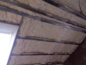 zateplení podkroví, izolace pěnou, PUR izolace, stříkaná izolace