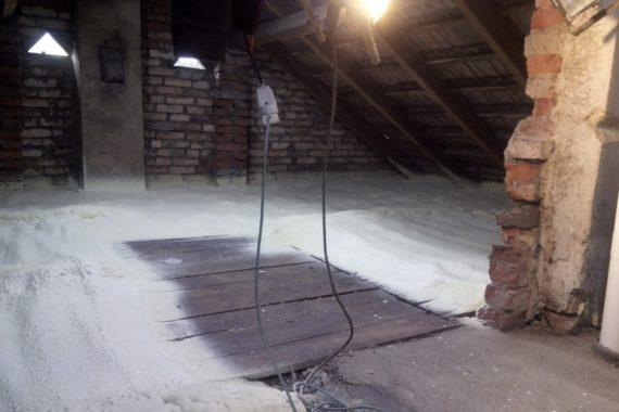 tepelná izolace podlahy půdy, zateplení půdy, stříkaná izolace, izolace PUR pěnou, pěnová izolace