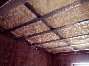 izolace do sádrokartonové konstrukce, stříkaná izolace PUR pěna