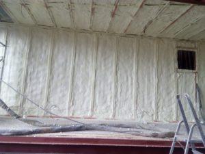 stříkaná izolace kontejneru, PUR pěna, pěnová izolace, izolace pěnou