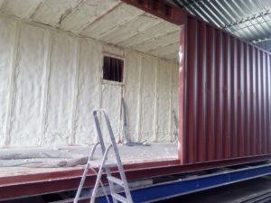zateplení kontejneru, hydroizolace kontejneru, PUR pěna, stříkaná izolace