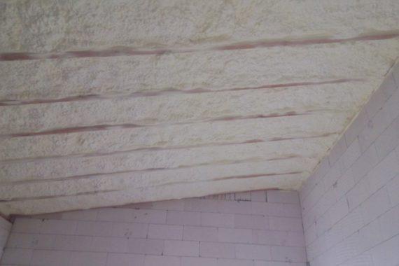 izolace stropu, zateplení novostavby, tepelná izolace bungalov, Stříkaná izolace, PUR pěna