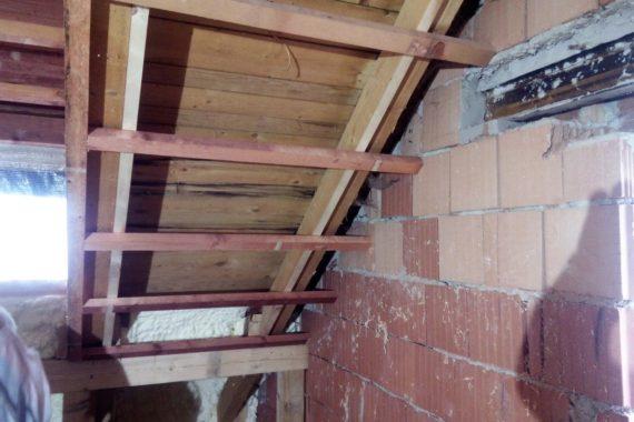 izolace podkroví pěnou, tepelná izolace střechy, zateplení půdy. stříkaná izolace, PUR izolace