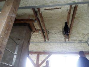 Stříkaná PUR pěna, stříkaná izolace, izolace do sádrokartonové konstrukce