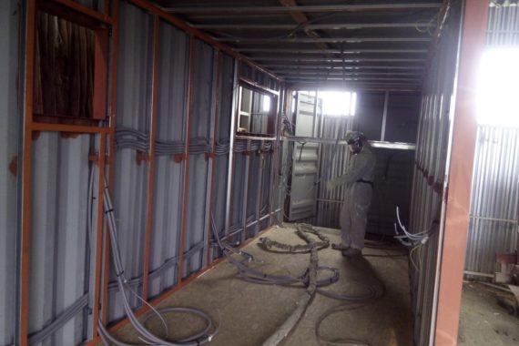 Izolace kontejneru, zateplení kontejneru, hydroizolace kontejneru, stříkaná izolace, PUR pěna