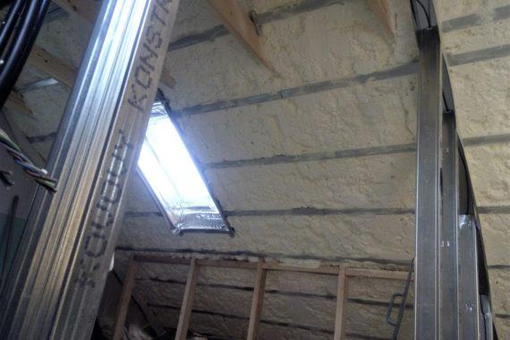 tepelná izolace střechy - podkroví, stříkaná izolace, PUR pěna