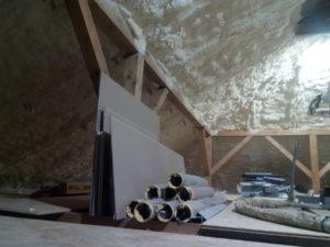 zateplení střechy, chytrá izolace, chytrá pěna, PUR pěna, stříkaná izolace