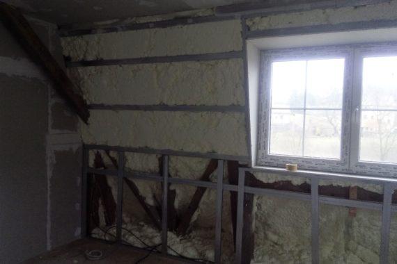 zateplení stěny, stříkaná izolace, chytrá pěna, PUR pěna, Teplá pěna