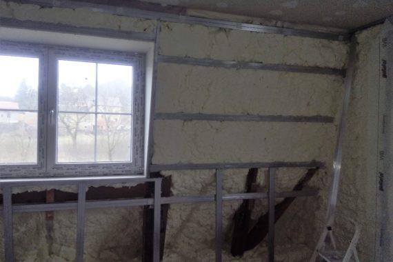 izolace stěny, stříkaná izolace, PUR pěna, PUR izolace, chytrá izolace