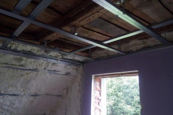 zateplení stěn a stropu, stříkaná izolace, izolace pěnou
