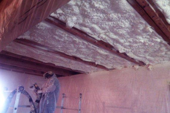 zateplení stropu, rekonstrukce domu, stříkaná izolace