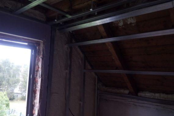 rekonstrukce RD, stříkaná izolace domu, izolace pěnou, pěnová izolace