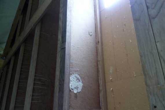 zaizolovaná dutina v trámový, stříkaná izolace