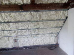 rekonstrukce místnosti, izolace pěnou, stříkaná izolace