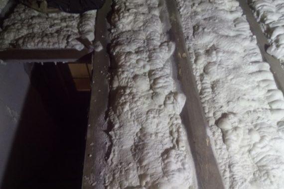 stříkaná izolace podlahy, pěnová izolace, izolace pěnou, PUR pěna