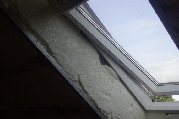izolace oken do špalet PUR pěnou, stříkaná izolace