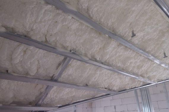 izolace střechy Praha, stříkaná izolace
